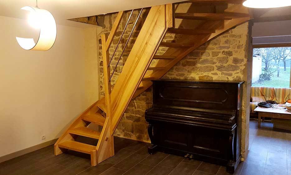 menuisier r alise porte escalier fenetre en bois massif dans le jura et doubs. Black Bedroom Furniture Sets. Home Design Ideas