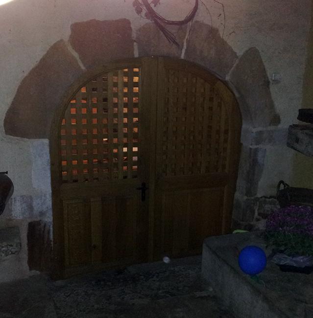 Menuisier porte en bois massif pr s de quingey et saint for Porte cave bois