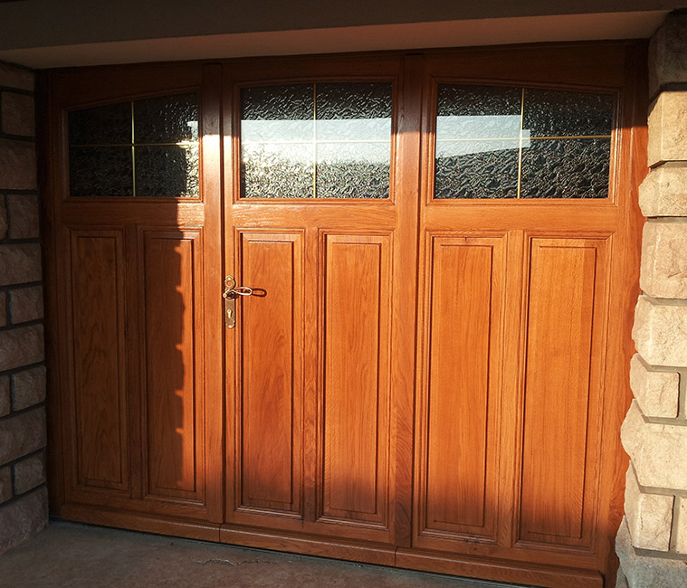 Porte garage bois massif accueil design et mobilier for Porte bois massif